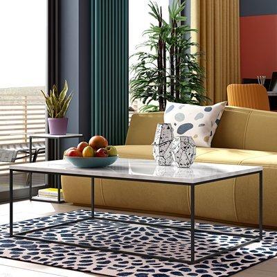 Table basse avec plateau en marbre blanc et piètement noir - LYDIA
